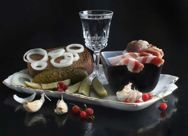 http://www.argolis-yacht.ru/Articles/vodka-zakuska-1.jpg